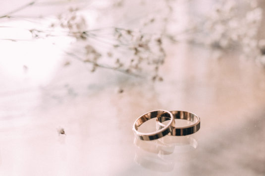 wedding_rings_on_a_glass_table